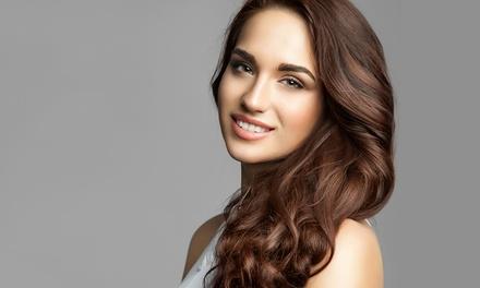 Taglio capelli, colore e trattamento lisciante o ricostruttivo alla cheratina (sconto fino a 61%)