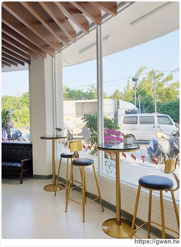 20191018210813 97 - 台中最新7-ELEVEN特色門市,純白簡約美得像咖啡廳的保雅門市
