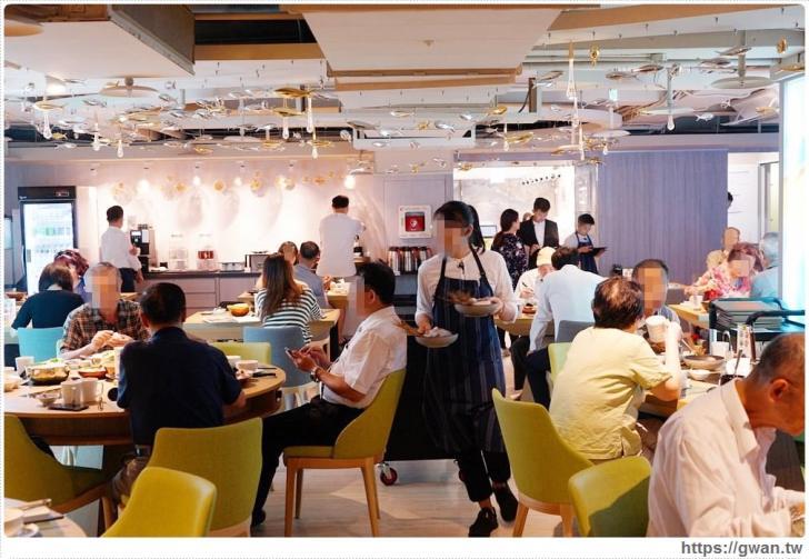 20191020040746 27 - 熱血採訪 台北新開的多元生活館,不用消費也有紅茶咖啡免費喝,尖峰時刻人潮大爆滿的 Hi-Q褐藻生活館