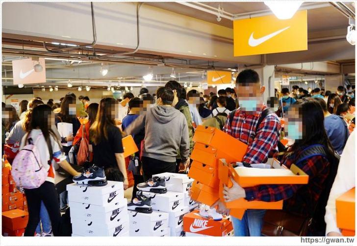 20200215141559 12 - 熱血採訪|全台獨家NIKE展示鞋清倉會在台中!人潮擠爆近200坪賣場,滿額還有星巴克買一送一