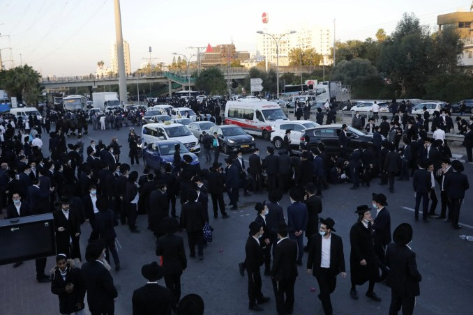 Hundreds of Ultra-Orthodox block traffic in central Israel to protest draft dodger's arrest