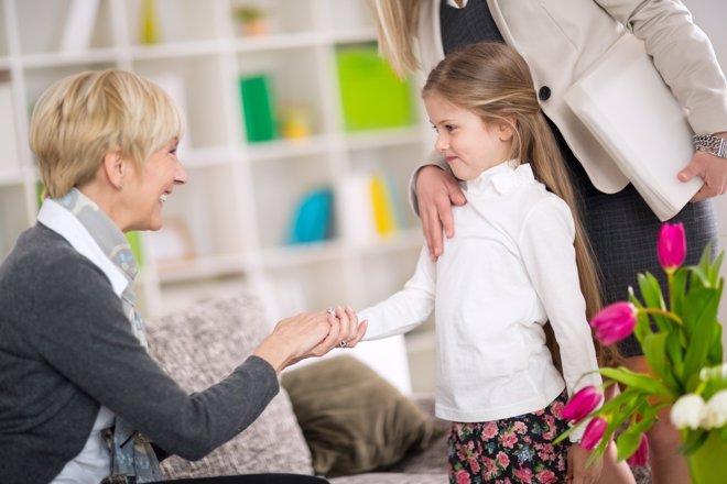 Modales que todo niño debe aprender en sus visitas a otras casas