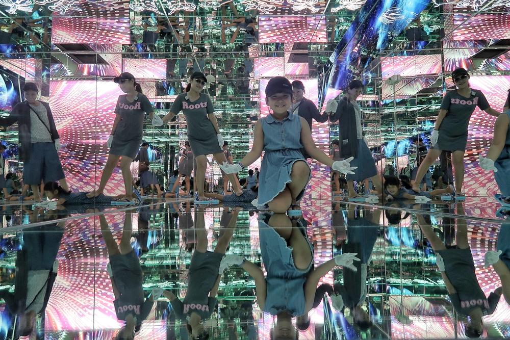 彰化旅遊景點/鹿港台灣玻璃館入館免門票,但超推花150元進入黃金隧道,迷宮打卡好玩又好拍。