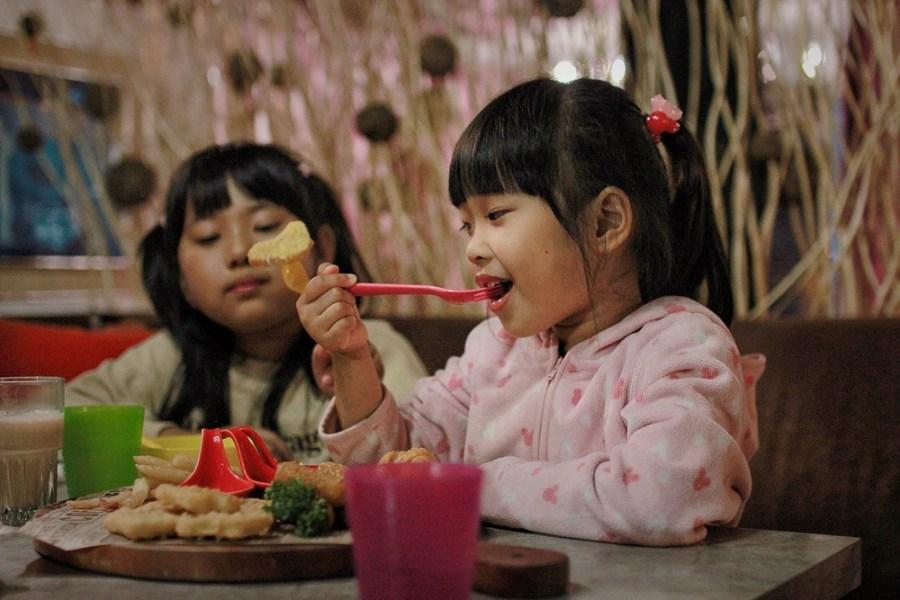 桃園複合式餐廳/中壢古月新城,約會聚餐大吃美食,愛拍美照來這就對了