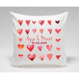 Sevgiliye Yılbaşında Özel Hediye Kalp Desenli Yastık