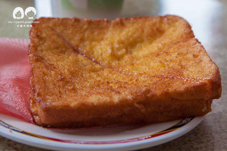 高雄美食 左營,受歡迎的蛋炸土司!老牌木瓜牛奶飄香40年,加蛋飲品更濃醇