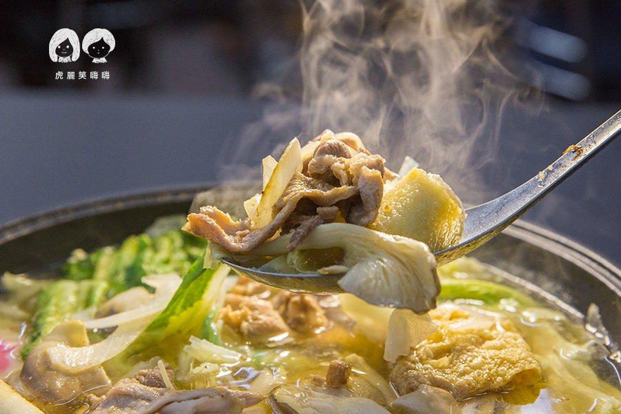 嘉義老牌石頭火鍋 明誠店(高雄美食 三民區)吃不膩的好味道!原味泡菜一鍋兩吃,暖心聚餐的好選擇