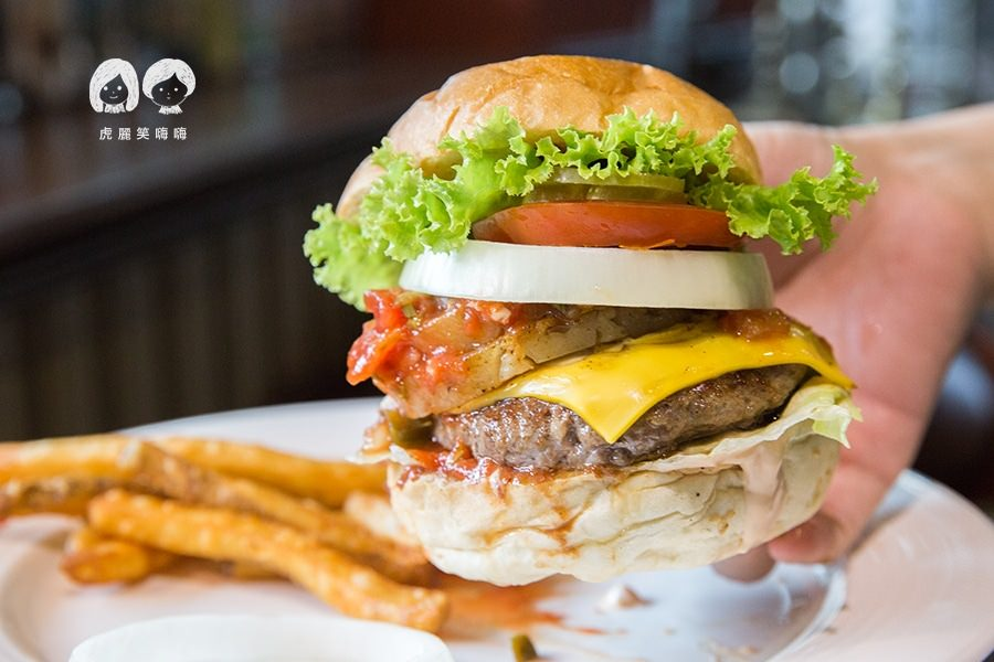 啤酒肚 餐廳中正店(高雄美食 新興區)超犯規的爆汁漢堡!肉食控必訪,吃飽飽的早午餐約會