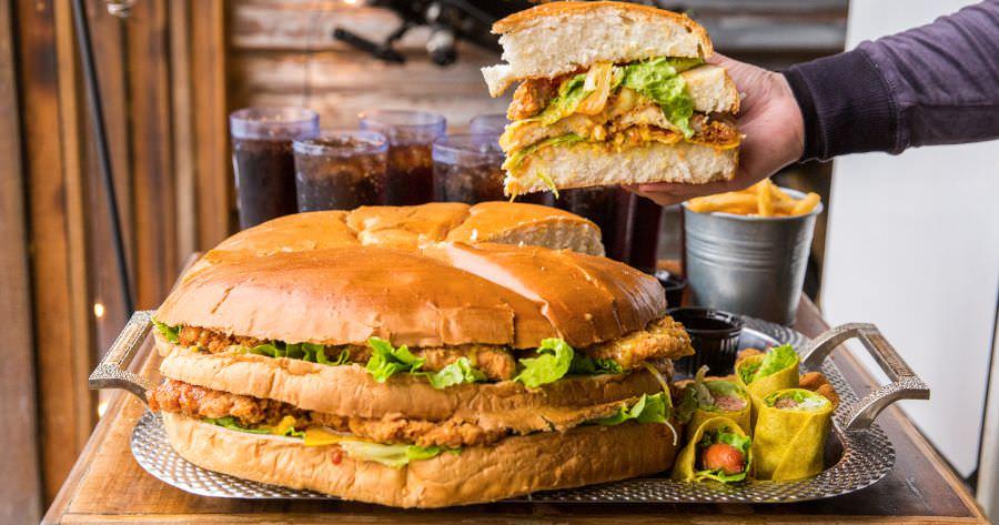 WOW哇唬漢堡工廠(屏東)超浮誇巨無霸漢堡,聚餐推薦!挑戰8人份大胃王套餐