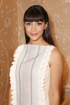 A Complete Guide To Bangs - Hannah Simone