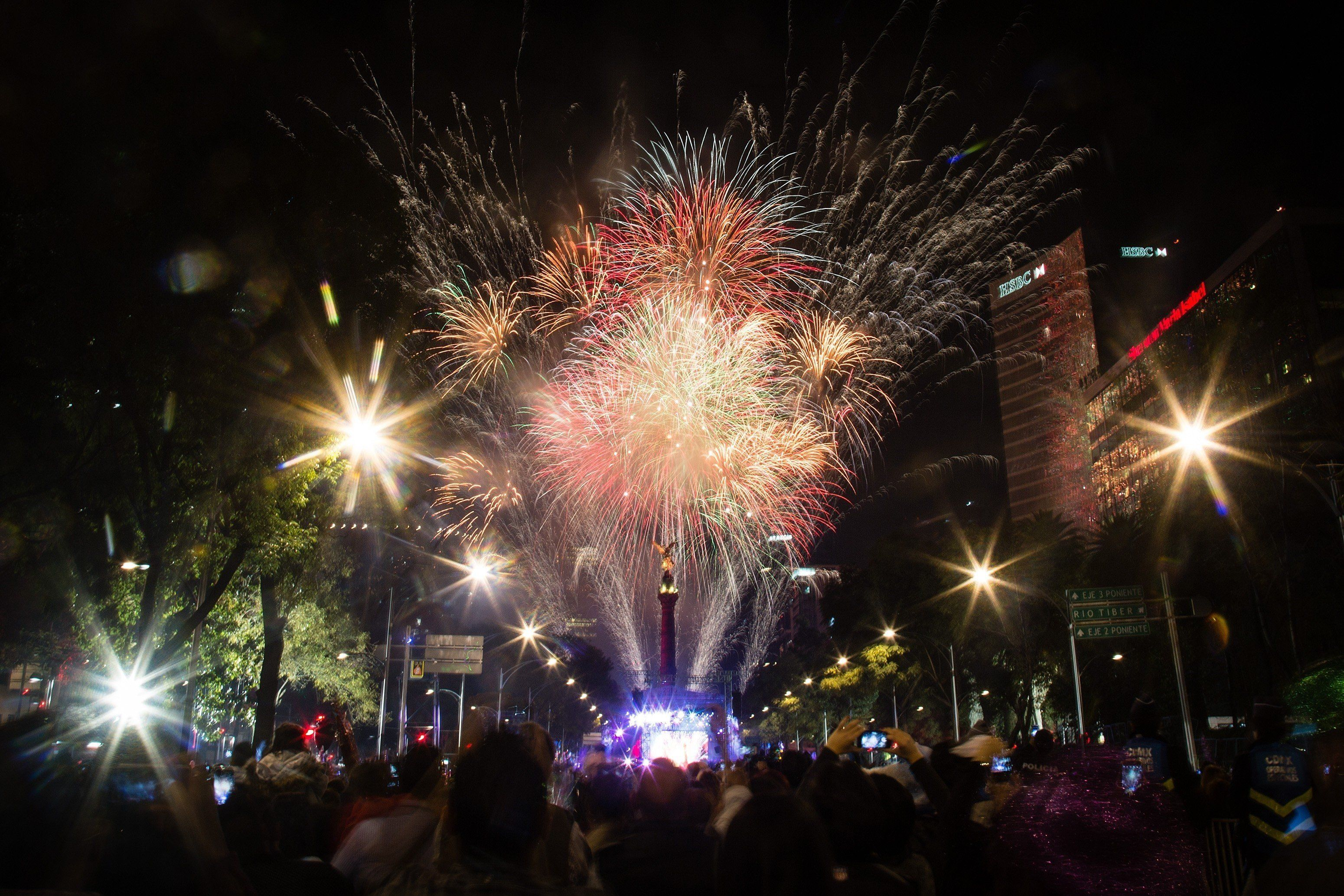 See All The Incredible New Year s Celebrations Around The World     MEXICO CITY  MEXICO   DECEMBER 31  Fireworks are seen in the Angel de la
