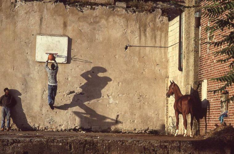 """Ron Tarver, """"The Basketball Game,"""" 1993, archival ink jet print, 28 × 30 in., courtesy the artist"""