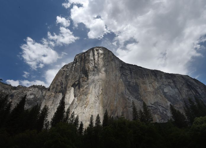 Mountain Climber Makes History With Rope-Free, Death-Defying Ascent At Yosemite Mountain Climber Makes History With Rope-Free, Death-Defying Ascent At Yosemite 59347de02300003b00348be5