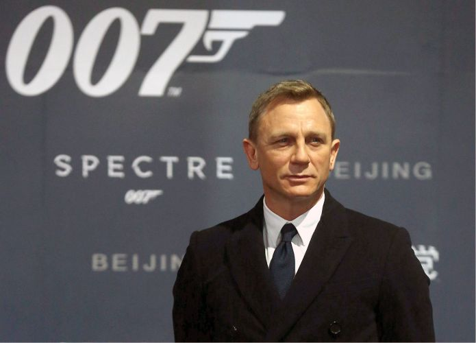 Just Kidding, Daniel Craig Says He Hasn't Signed On To Return As Bond Just Yet Just Kidding, Daniel Craig Says He Hasn't Signed On To Return As Bond Just Yet 59936dee15000021008b6c20