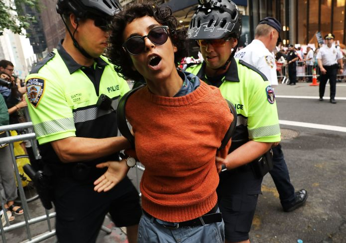 50 Photos From 2017 That Show The Power Of Women's Rage 50 Photos From 2017 That Show The Power Of Women's Rage 5a397374150000490049c946