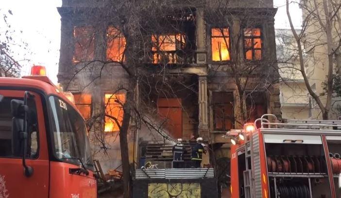 Στις φλόγες το κτίριο όπου στεγάζεται η κατάληψη Libertatia στη Θεσσαλονίκη