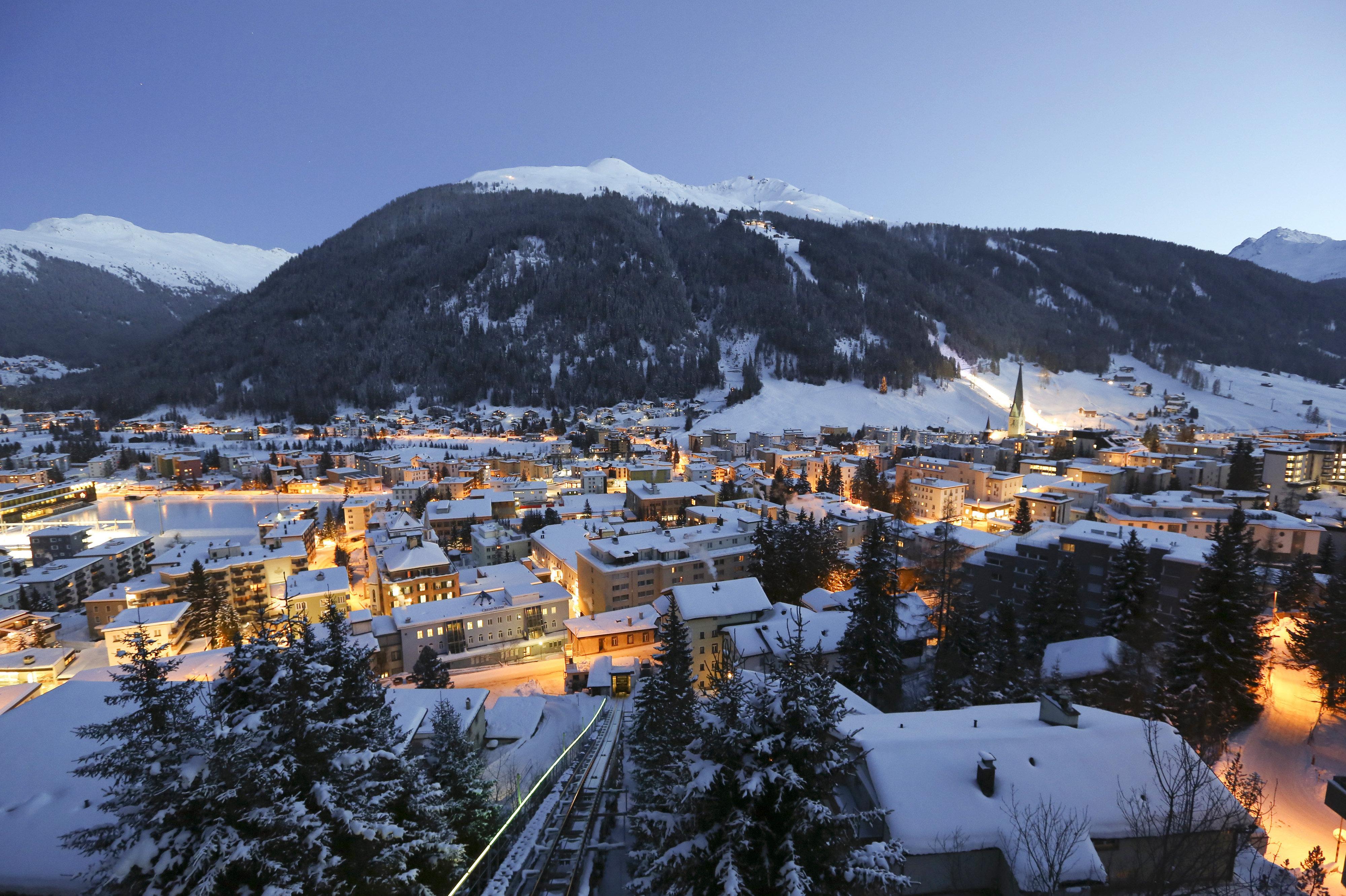 Η παγκόσμια ελίτ συναντάται στο Νταβός μέσα σε κλίμα ευφορίας και μεγάλο όγκο χιονιού