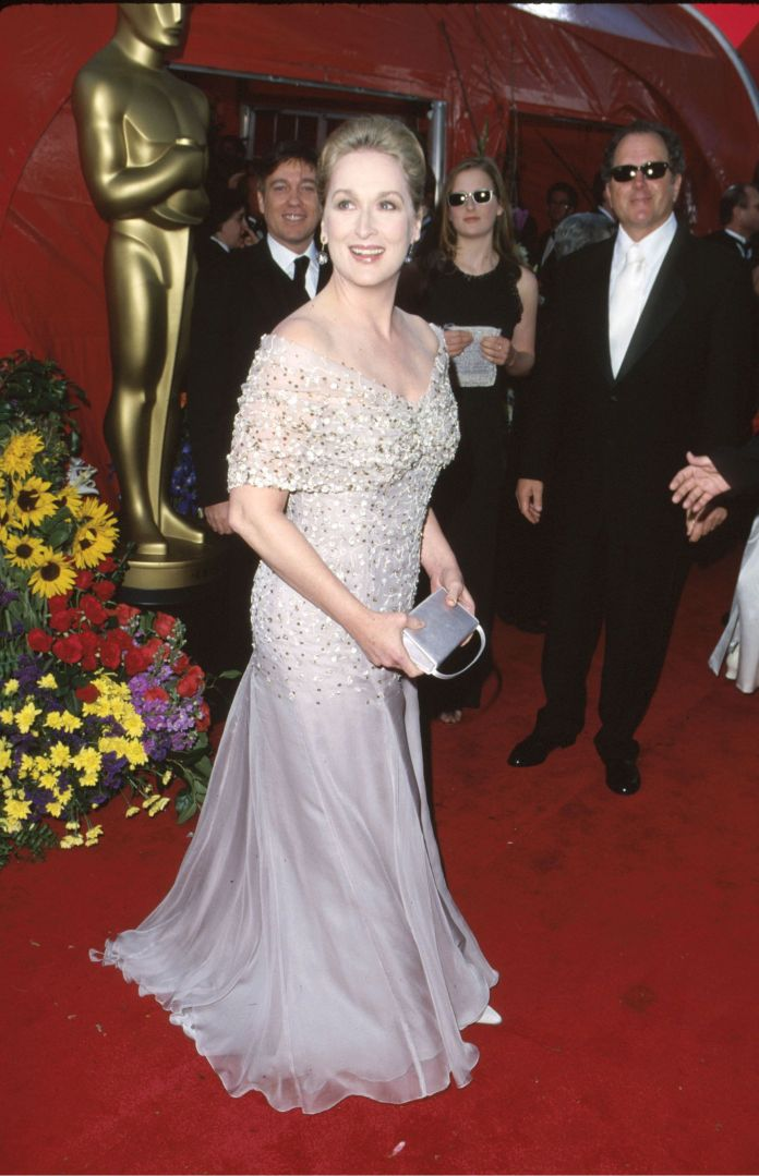 A Stunning Look At 4 Decades Worth Of Meryl Streep's Oscars Style A Stunning Look At 4 Decades Worth Of Meryl Streep's Oscars Style 5a947e571e000046057acdf9
