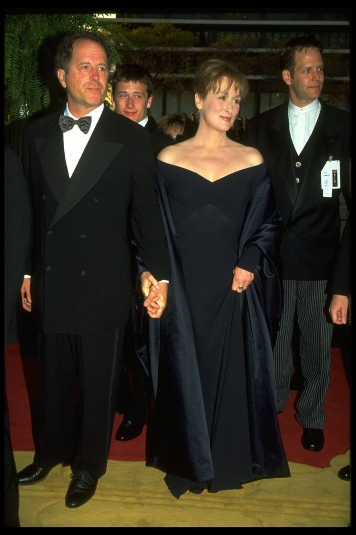 A Stunning Look At 4 Decades Worth Of Meryl Streep's Oscars Style A Stunning Look At 4 Decades Worth Of Meryl Streep's Oscars Style 5a947e582000007d06eb0061