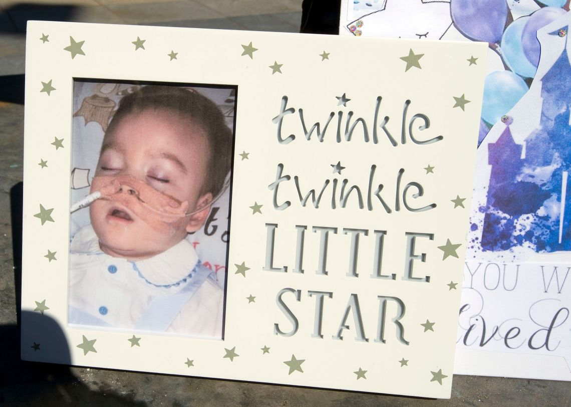 Hundreds of people have gathered to mark the life of toddler Alfie Evans