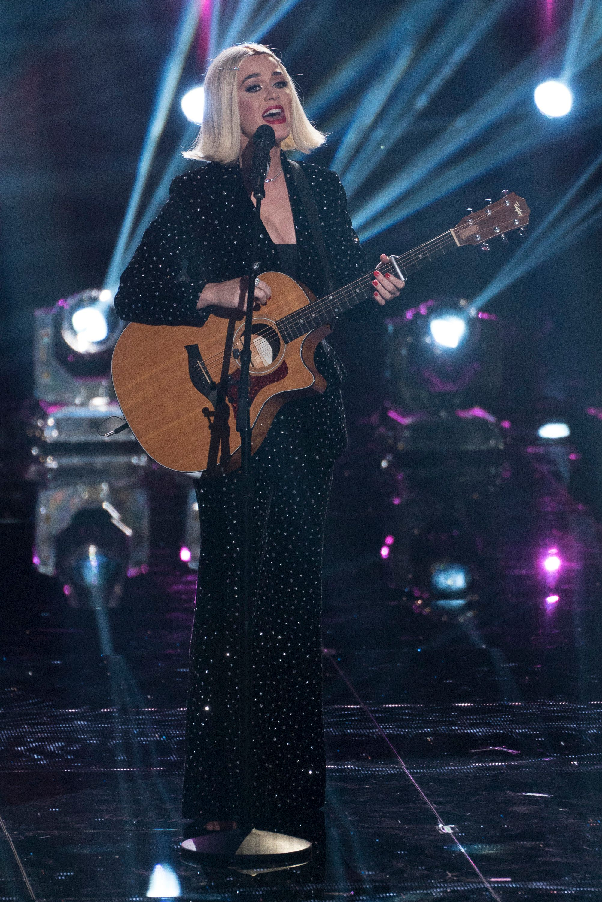 """Perry performingduring the """"Idol"""" finale."""