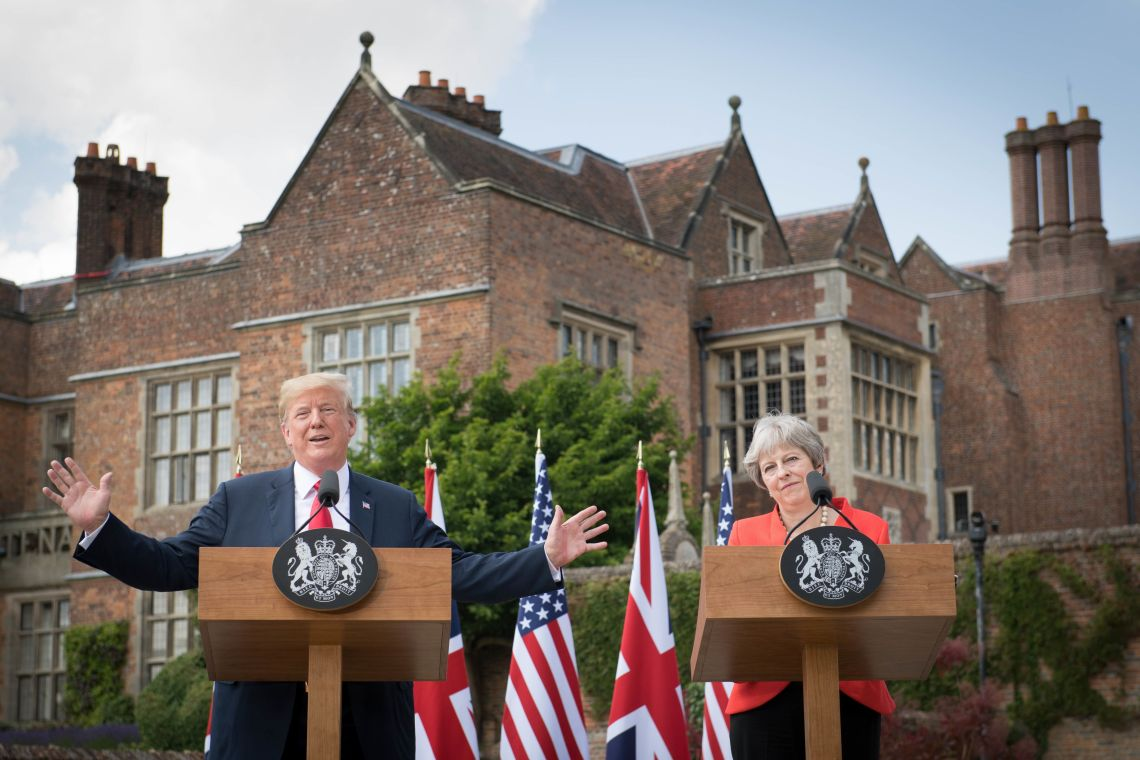The Prime Minister and President at Chequers in front of the world's press.