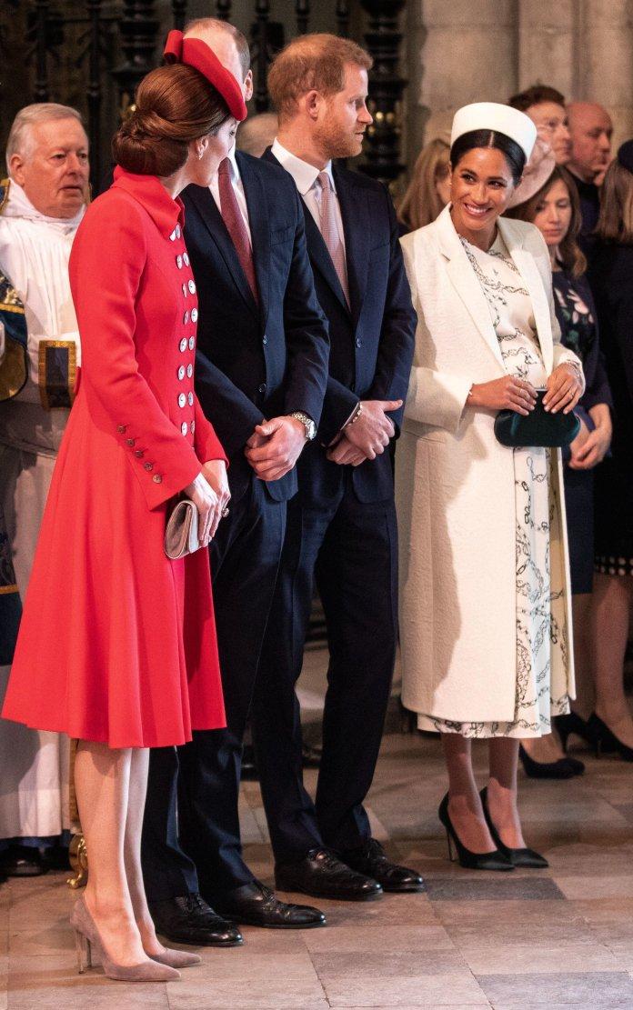 Las duquesas charlando en la Mancomunidad.