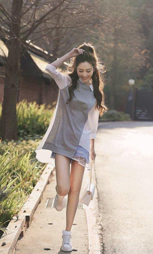 簡單的上衣+短褲+球鞋 是曾莞婷私下最愛的風格