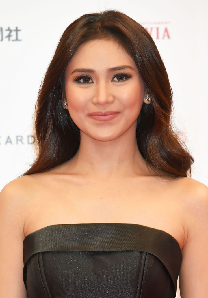 Filipino singer-actress Sarah Geronimo lightened her underarms and endorses products from the skin-whitening company Belo Medical Group.