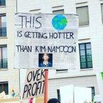 기후변화 시위에 나선 전 세계 BTS 팬들은 이렇게 말했다 (사진)