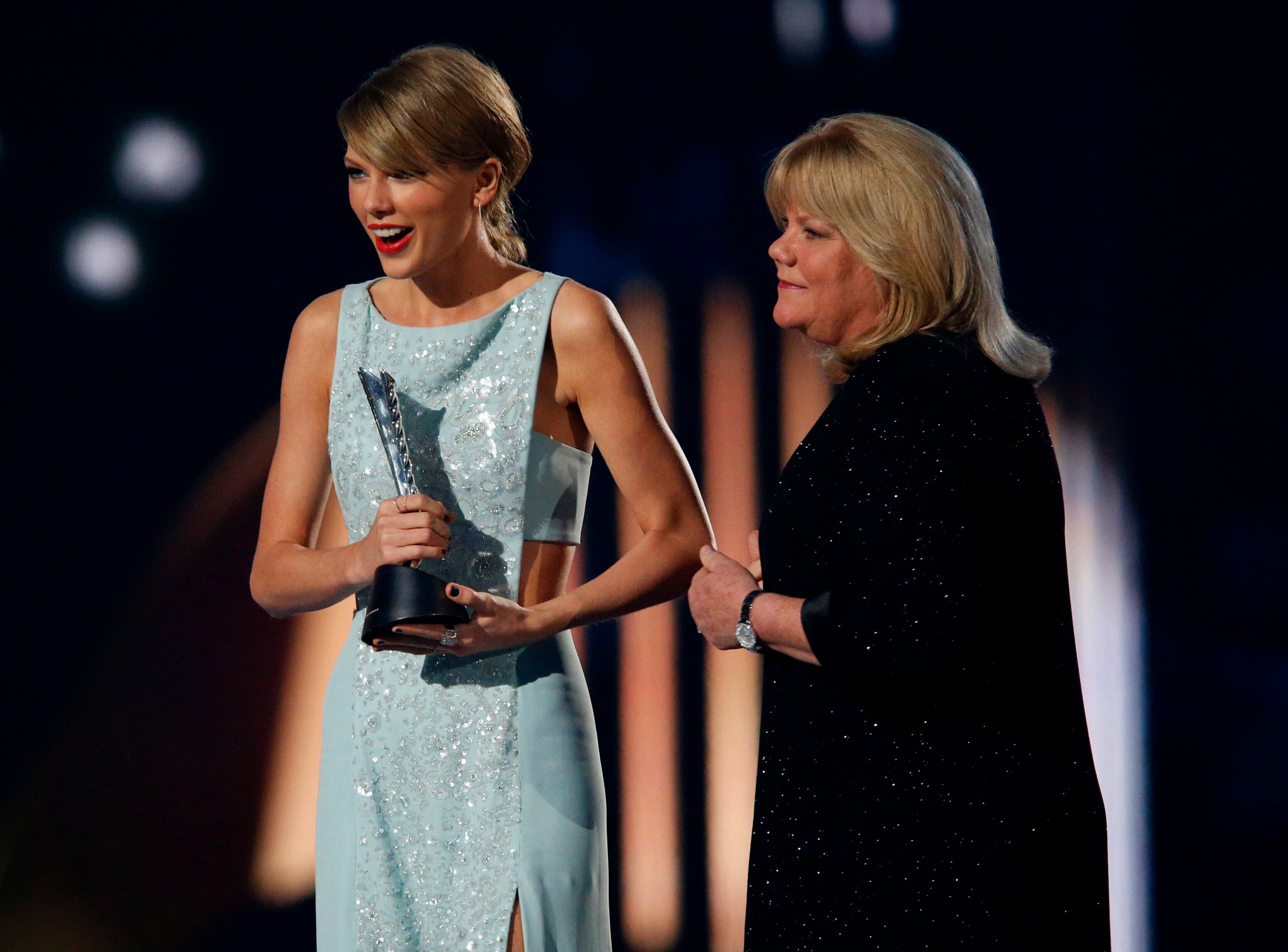 Taylor Swift accepts the Milestone Award from her mother Andrea at the 50th Annual Academy of Country Music Awards in Arlingt