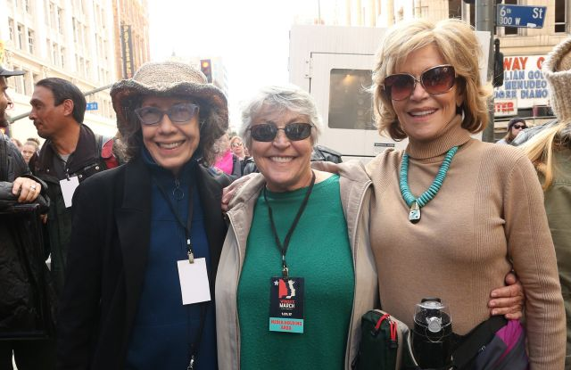 "Helen Reddy (center) with ""Grace and Frankie"" stars Lily Tomlin and Jane Fonda at the 2017 Women's March in Los Angeles."