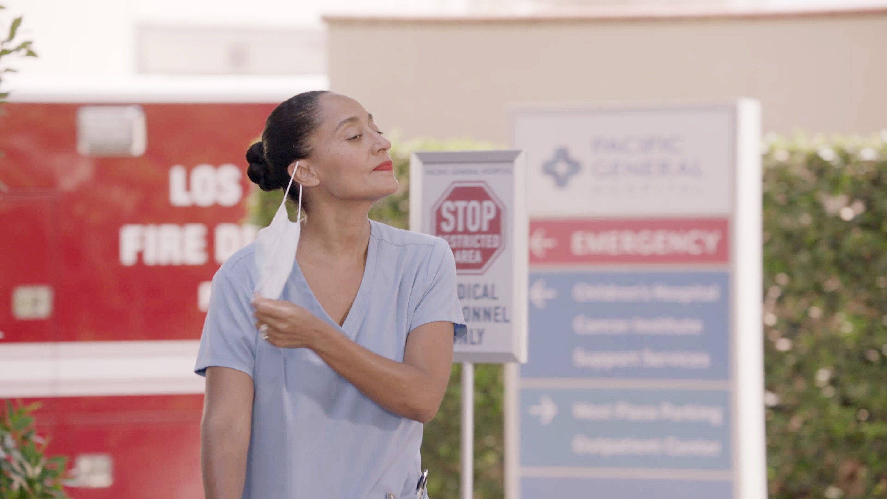 """The season premiere of """"black-ish"""" shows how the pandemic affectsDr. Rainbow Johnson (Tracee Ellis Ross) and her family"""