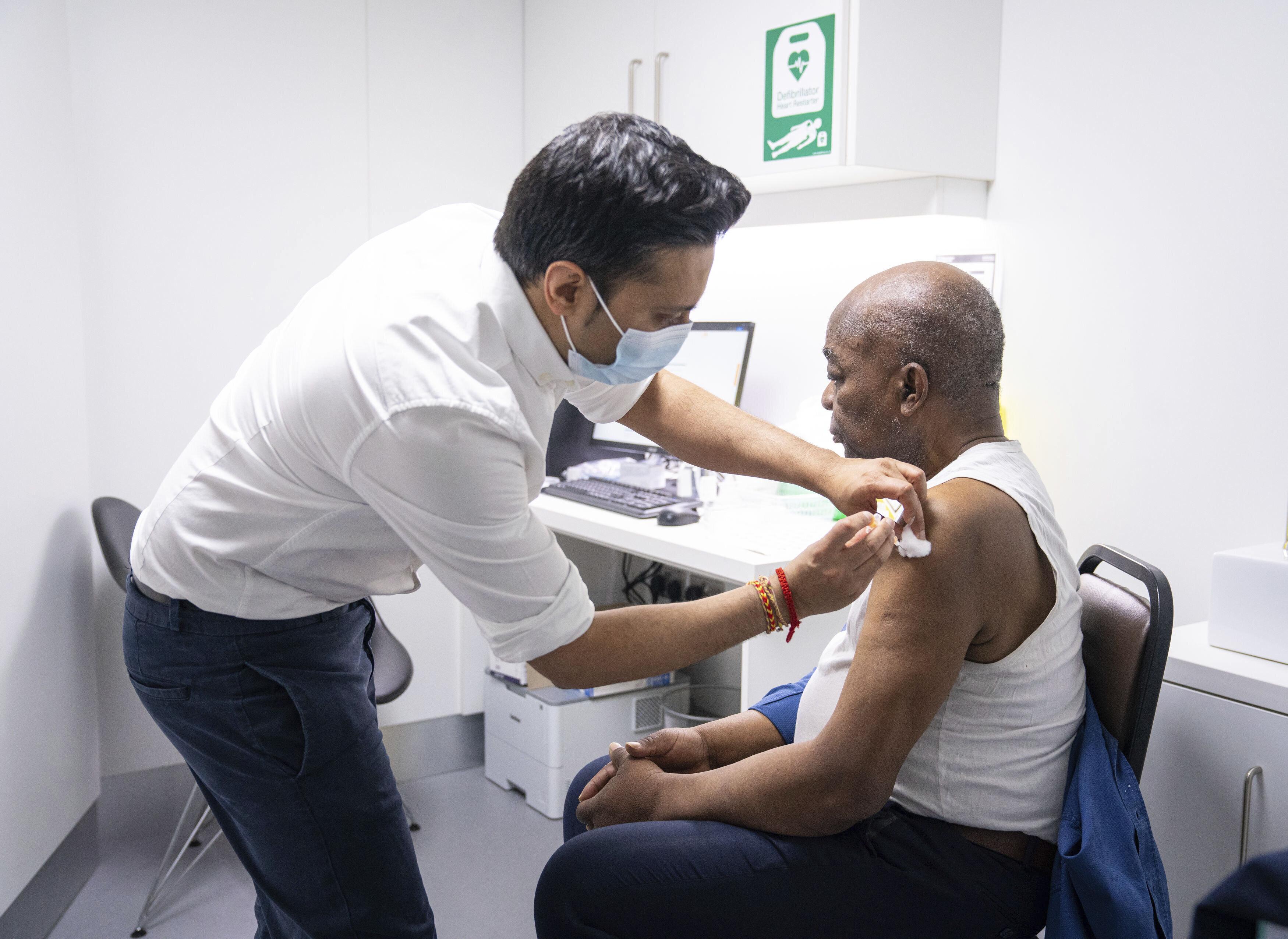 Au Royaume-Uni, le vaccinOxford/AstraZeneca a été validé par les autorités...