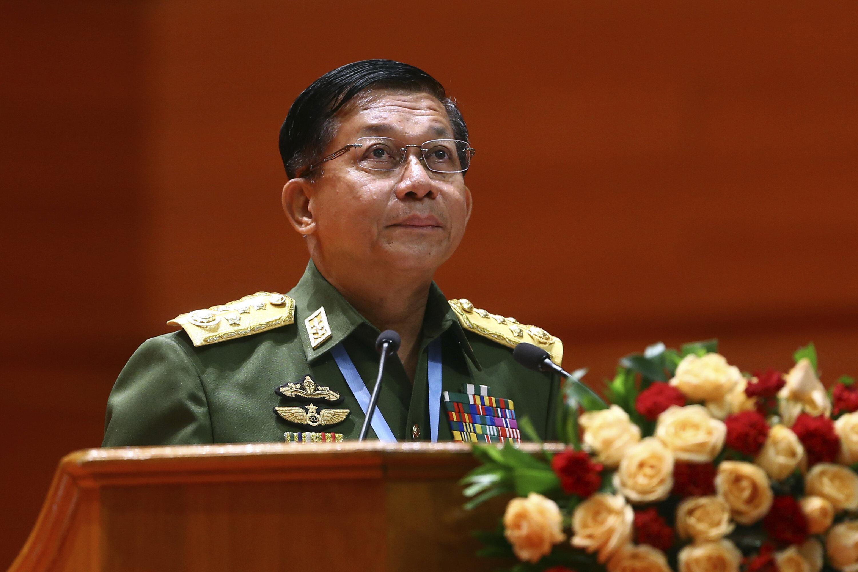 Le général Min Aung Hlaing le 1er février 2021 après le coup d'État...
