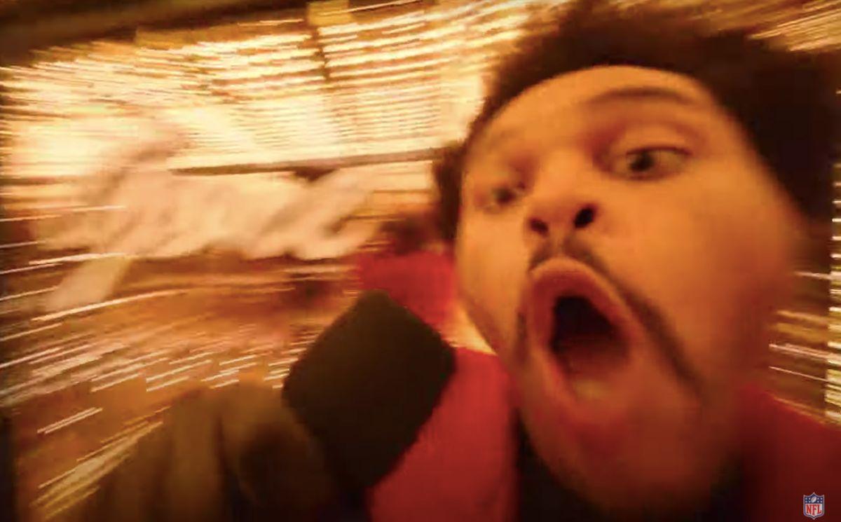Au Super Bowl 2021, The Weeknd a offert un mème avec son