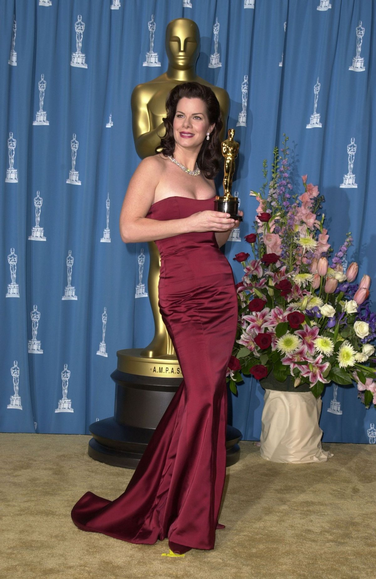 Marcia Gay Harden posing with her Oscar in