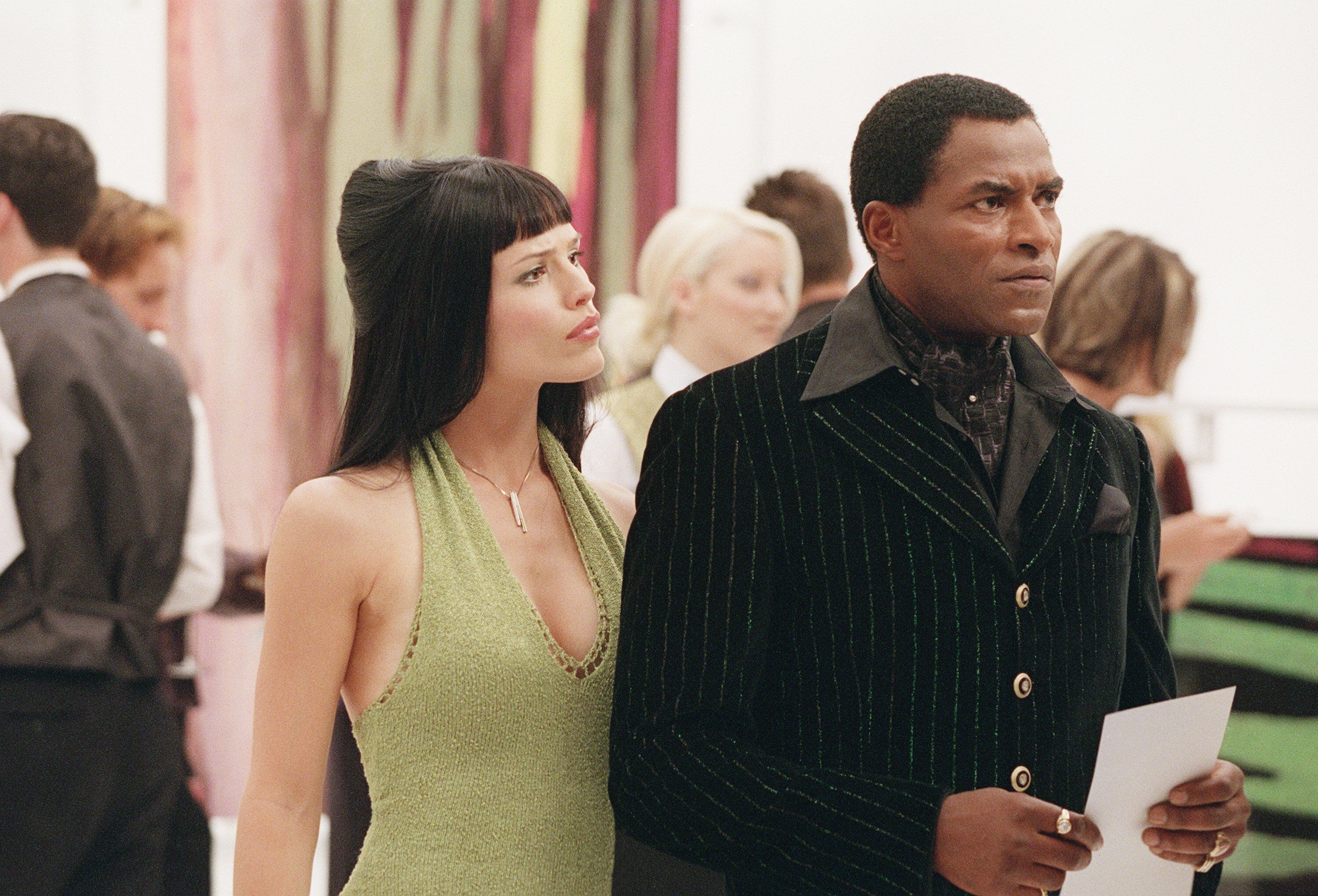 "Jennifer Garner and Carl Lumbly in a first season episode of ""Alias."" Garner told HuffPost, ""I have been waiting f"