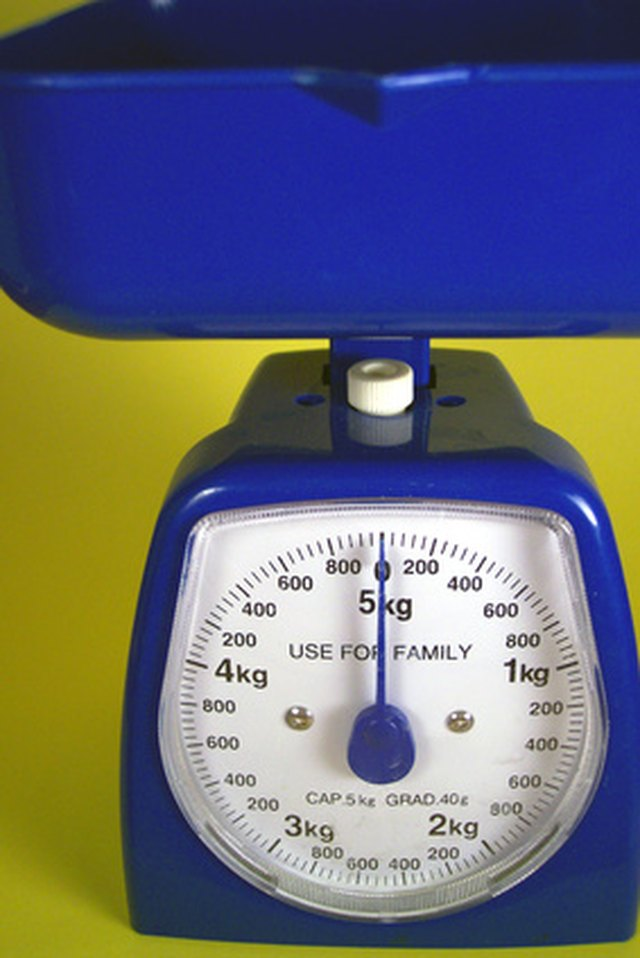 How To Read A Scale By Weighing Grams Hunker