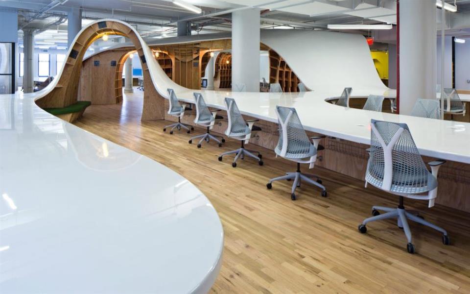 Agência em Nova York tem a maior mesa de trabalho que você já viu [vídeo]