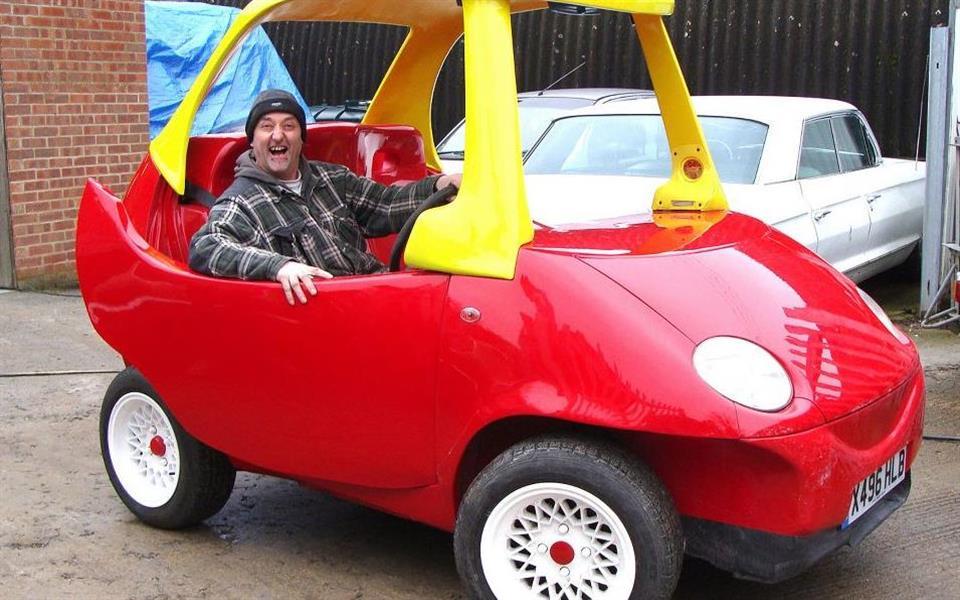 Carrinho infantil para adultos atinge velocidade de 112 km/h