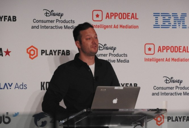 Kyle Laughlin em conferência Disney.