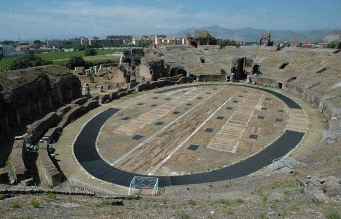la Arena de Capua, Italia