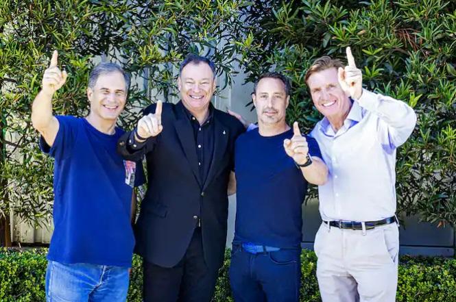 A partir da esquerda: Eytan, o comandante Lopez-Alegria, Mark e Larry.