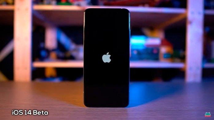 O tema iOS 14 beta exibe o logo da Apple no boot de celulares Xiaomi compatíveis