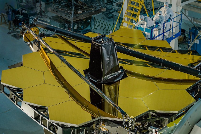 In the image we can see the James Webb Space Telescope from above, being possible to identify the segments of hexagonal mirrors.  For a sense of scale,
