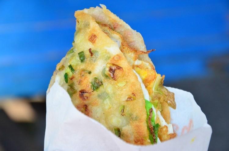 鹿港小吃_阿美煎餅│經營20年的老攤車,比蔥油餅還要酥脆、帶有嚼勁,平價的下午茶點心選擇~