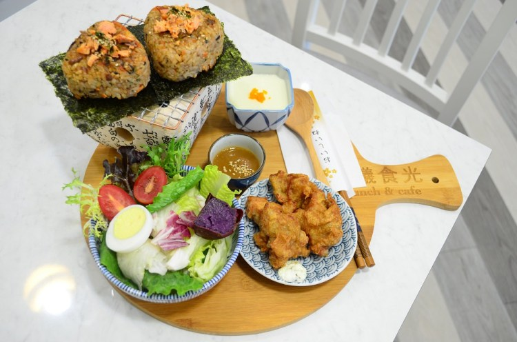 北斗美食_晨曦食光Brunch&Cafe│北斗新開幕早午餐,超澎湃早餐拼盤,試營運全面八折!