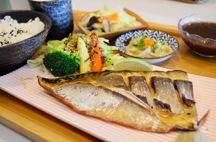 北斗美食_志瑩香積館│住宅區內的北斗餐廳,油脂豐富烤鯖魚、豐富小菜還挺不錯的!