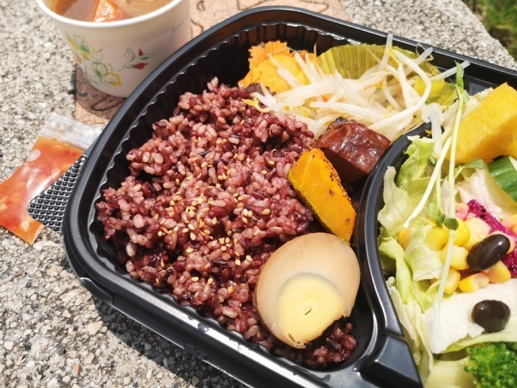 57健康蔬果便當│鹿港美食、鹿港便當、健康餐盒,份量超多、餐點都很養生!